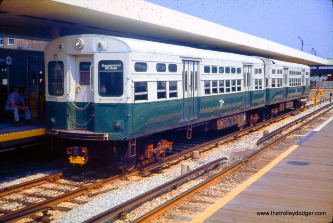 CTA 6139-6140 at Kimball and Lawrence on June 12, 1976. (Ronald J. Sullivan Photo)