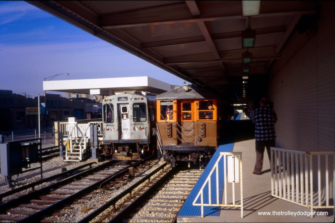 On December 13, 1998, CTA historic cars 4271-4272 are being operated as part of an NRHS fantrip. At left, 3455-3456 has just arrived as an in-service train, and is about to be moved to the yard. The view looks north, off the south end of track 3. (William Shapotkin Photo)