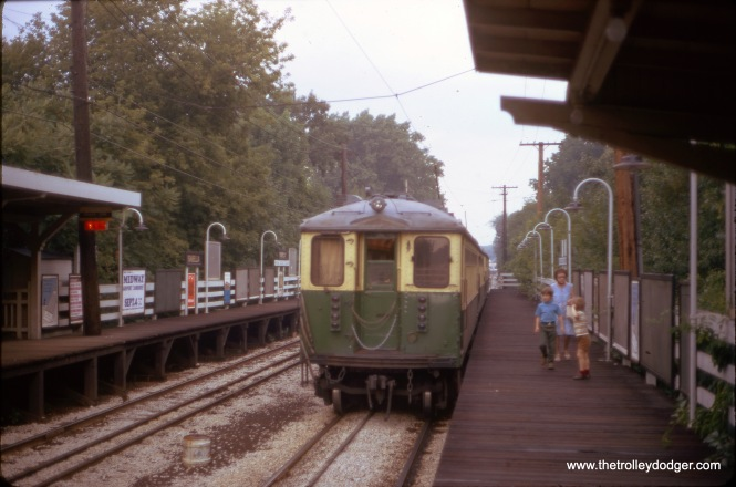 A mother and her two kids have just gotten off a northbound Evanston train of 4000s at Isabella in June 1972. This station closed on July 16, 1973 and within a short period of time, all traces of it were removed, as it was a short distance from the Linden terminal and had low ridership. That same year, the Evanston branch was converted to third rail operation, and overhead wire was removed.