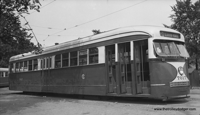 Prewar CSL PCC 7017 at the Madison and Austin loop in 1938. (Photo by Meyer)
