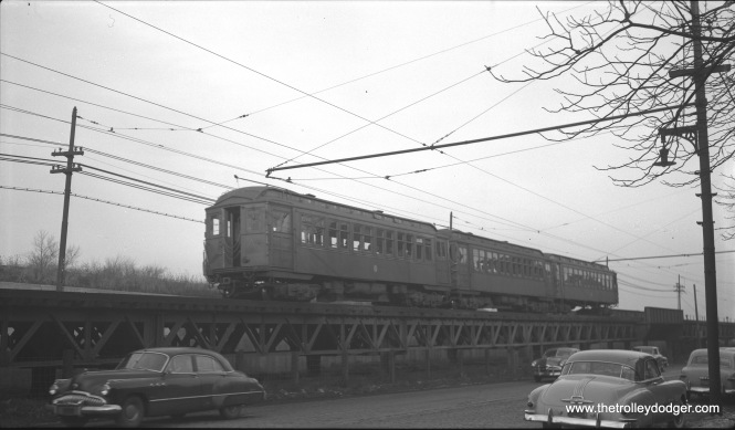 A three-cr train of CTA 1700-series RR roof