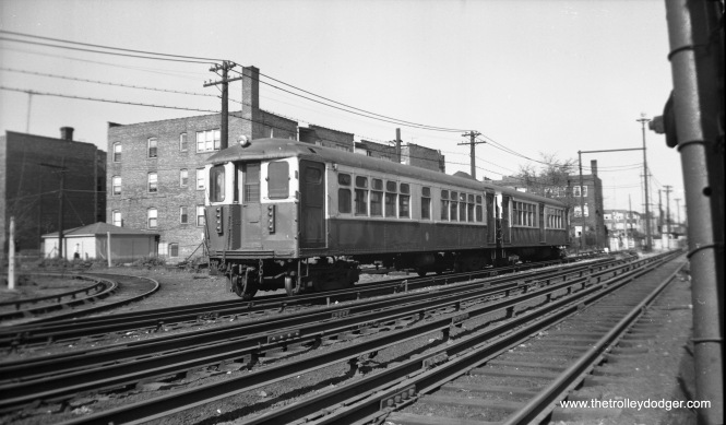 "CTA 4060 is at the front of a two-car Ravenswood ""L"" train approaching Kimball and Lawrence in this undated photo (1950s-60s)."