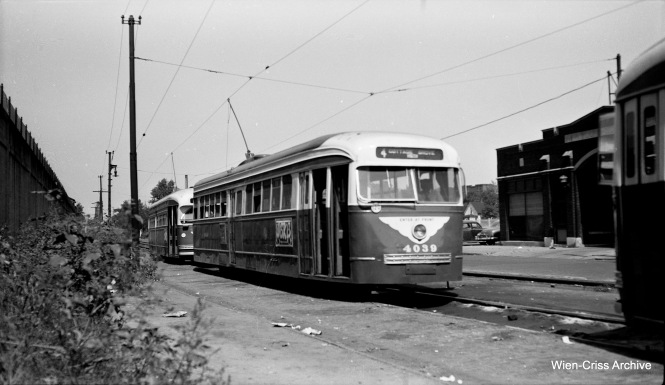 CTA prewar PCC 4039 is at Cottage Grove and 115th, south end of Route 4. To the left, is an embankment where Illinois Central commuter trains (now Metra Electric) ran. (Wien-Criss Archive)