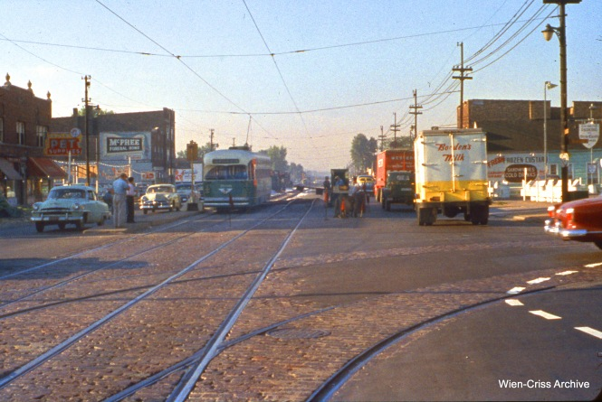 CTA 7039 is at Western and 71st on August 12, 1955. (Wien-Criss Archive)