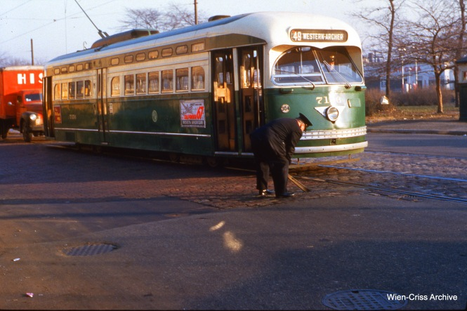 The conductor of CTA 7156 is throwing a track switch at Western and Archer on November 17, 1954. (Wien-Criss Archive)