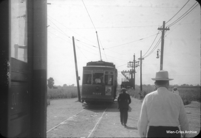 On August 10, 1947 we see the CSL terminal for 63rd Street cars at Oak Park Avenue and 63rd Place. An Argo shuttle car (5337) is on single track ahead. This would continue about another half-mile to Archer Avenue, in suburban Summit. (William C. Hoffman Photo, Wien-Criss Archive)