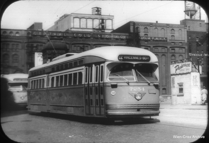 CTA 7254 at Clark and Kinzie. (William C. Hoffman Photo, Wien-Criss Archive)