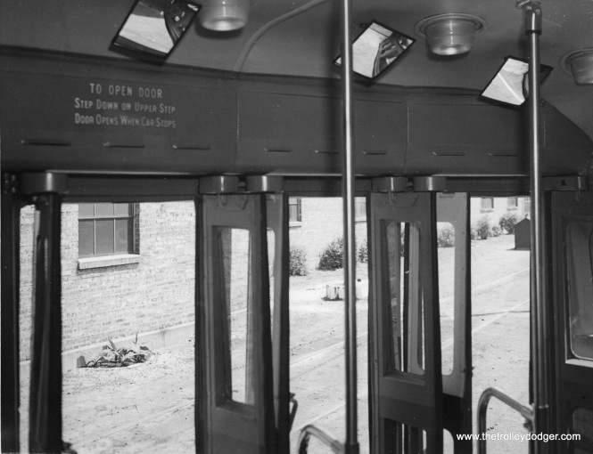 Around 1940, the Chicago Surface Lines temporarily installed this door arrangement on prewar PCC 4051. It was later used on the 600 postwar PCCs.