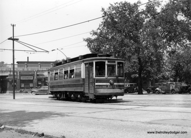 CSL 1401 87th-Vincennes RI station in background (Mike Charnota Collection)