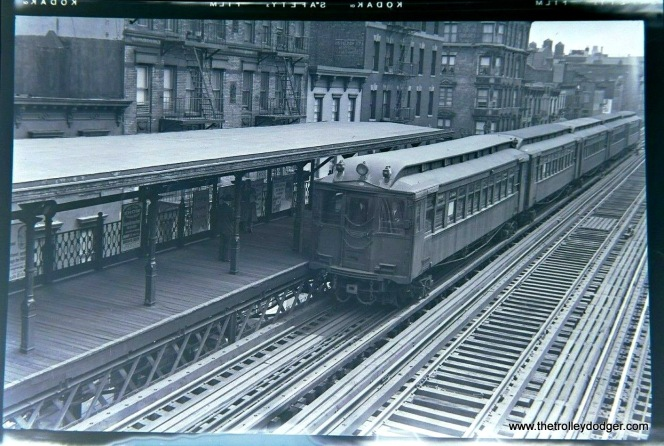 New York's Third Avenue El at 34th Street in 1955, shortly before abandonment.