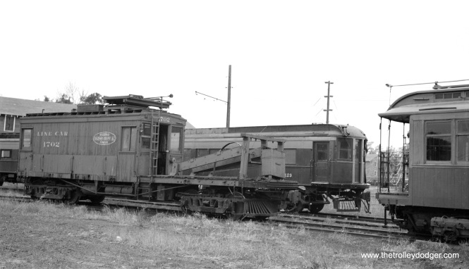 Another view at IERM on October 25, 1958. Illinois Terminal line car 1702 is in front of TM 1129, with CRT/CTA gate car 1024 at right. (Bob Selle Photo)