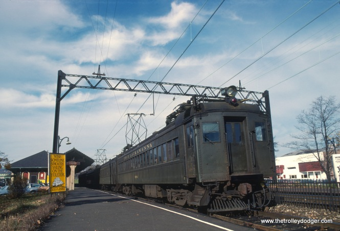 Erie-Lackawanna EMUs in Orange, NJ on November 1978