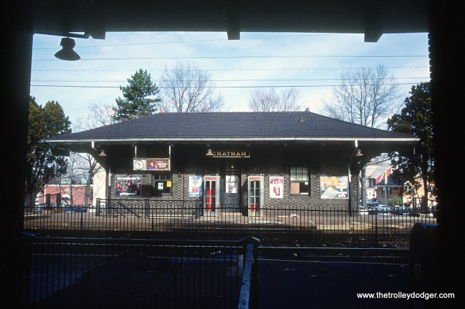 EL Chatham NJ station on former DL&W Morris & Essex, later EL Morristown Line in November 1978 B22