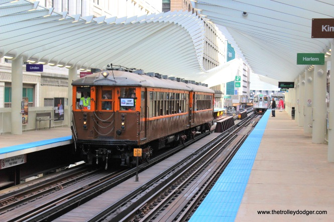 CTA 4271-4272 Washington-Wabash (celebrating the CTA's 70th anniversary, presumably on October 1, 2017)
