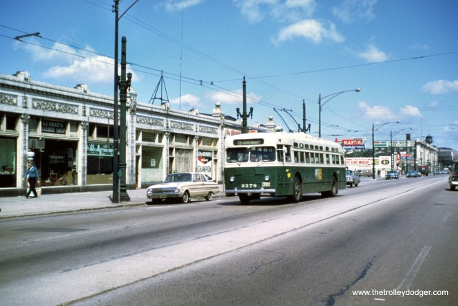 CTA 9378 is heading south on Broadway, about to turn west on Montrose (Route 78). (Jeff Wien Photo, Wien-Criss Archive)